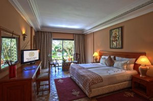 Dvokrevetna Soba s Bračnim Krevetom