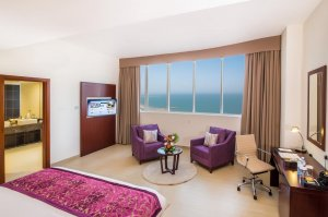 Family Three-Bedroom Suite with Sea View