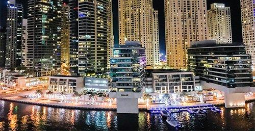 Pasea por el puerto deportivo de Dubái