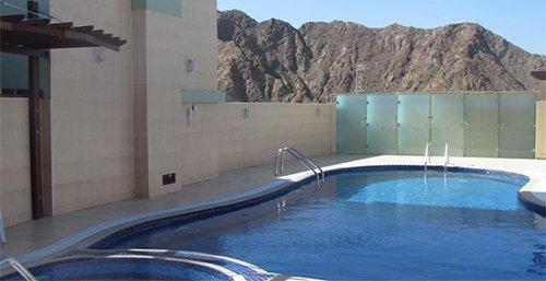 حمام السباحة